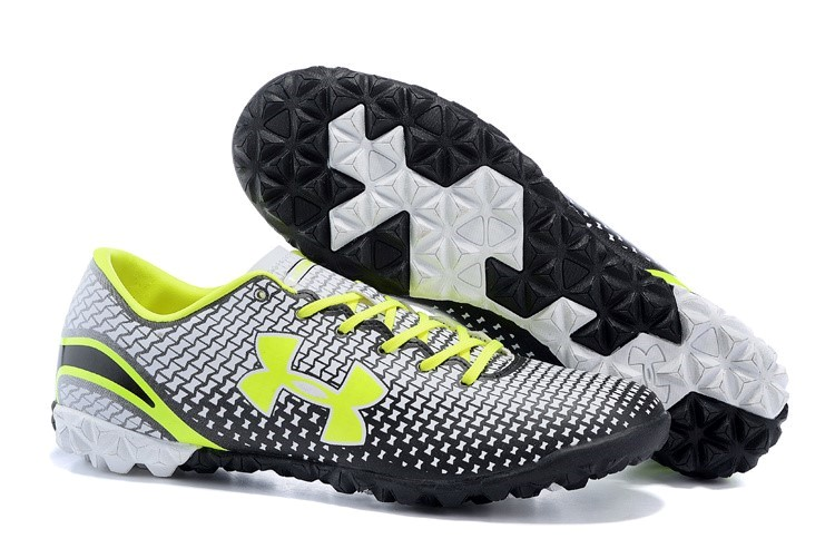 Oferta Botas Under Armour Clutchfit Force TF Verde Negro